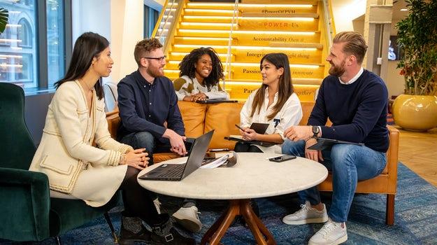 在PVH,推动个人和公司绩效的价值观